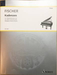 写真は楽譜の表紙。第20番ニ短調を含め全7曲の協奏曲のカデンツァが収められている。
